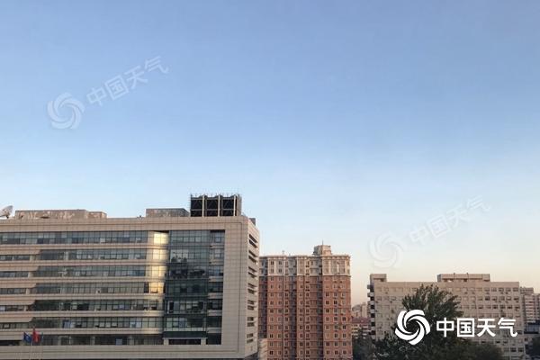 北京今日蓝天回归阵风6级左右 气温连降明后天最低温仅1℃图片
