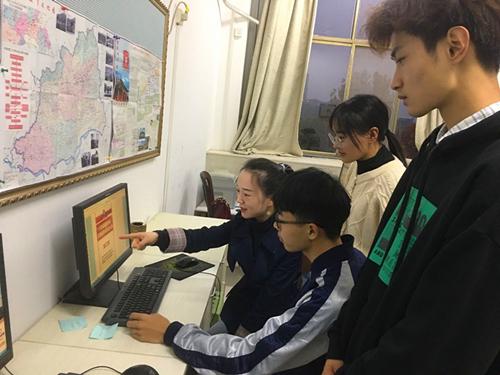 河南理工大学师生员工热议党的十九届五中全会