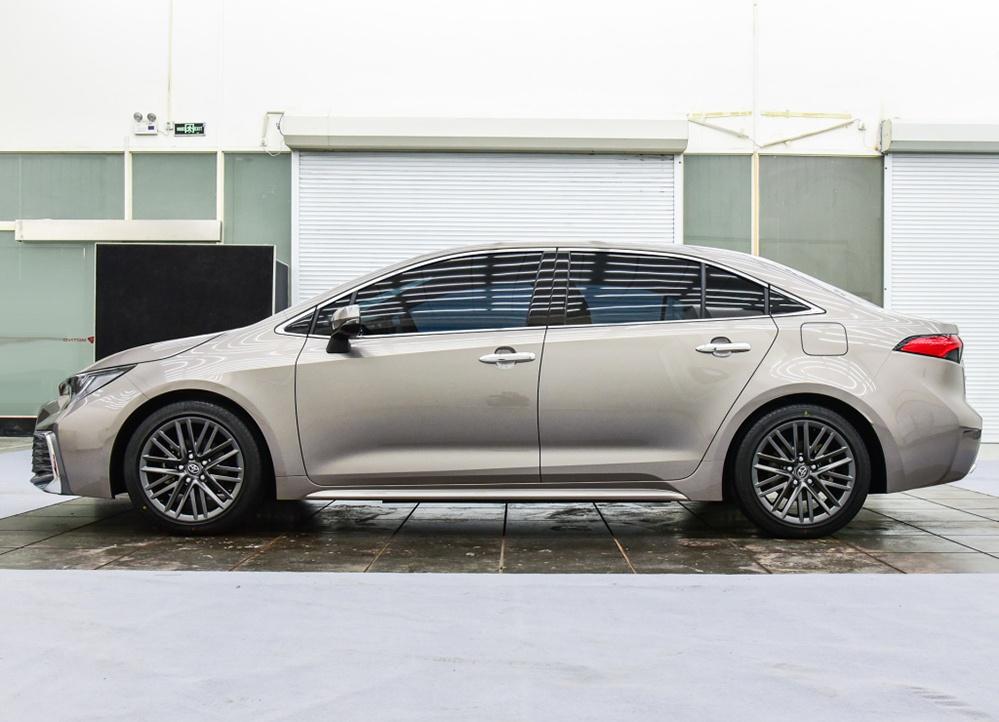 国产丰田又一重量级新车,凌尚正式亮相,比雷凌更大气了