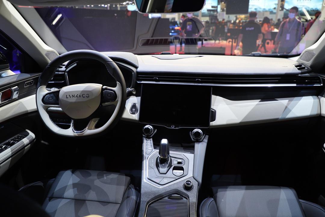 2020广州车展丨新款领克01亮相 将于今晚开启预售 预售价18万元起