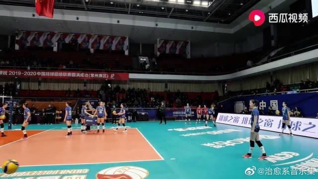 排超两支全华班球队:江苏女排和八一女排赛前热身