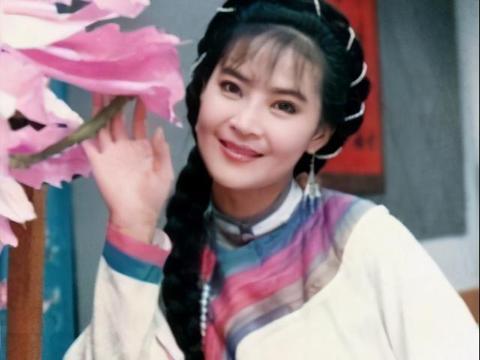 琼瑶剧中的绝色丽人,俞小凡是玉女掌门人,陈红为最美女演员