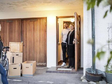 刚把入户门改为外开,就被物业罚8000?我花钱买的房,凭啥不能改