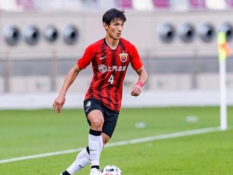 王燊超亚冠上演世界级停球,小罗见了也得自叹不如,谁还敢嘲笑他