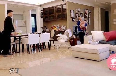 贾静雯节目曝出自己的家,家里配个小冰箱,一看就不整天做饭了