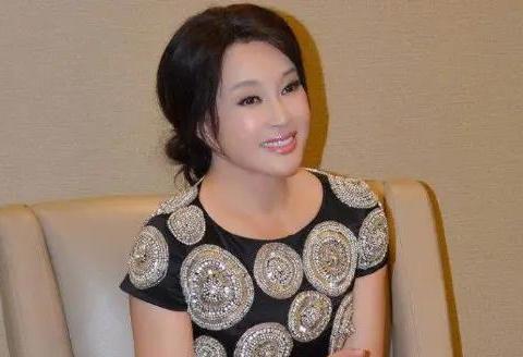 63岁高龄的刘晓庆怀孕,老公今年76岁,夫妻二人颠覆大家认知