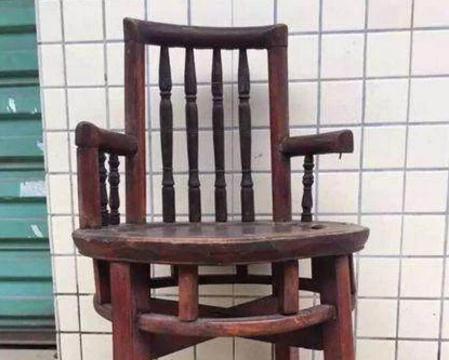 小伙高价买回来的紫檀木椅子,专家说的两个字让小伙子瘫软在地!