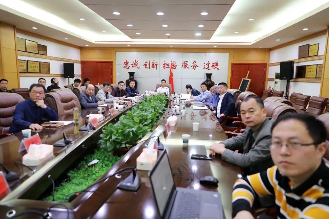 何党生听取广信区部分学校及农贸市场规划设计方案汇报