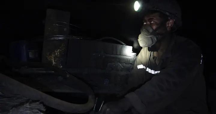 盘江 | 土城矿采煤二区211309改造运输巷顺利贯通