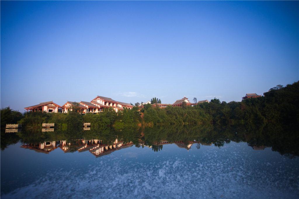 据悉,凤凰湖村辖区面积约42.19平方公里…………