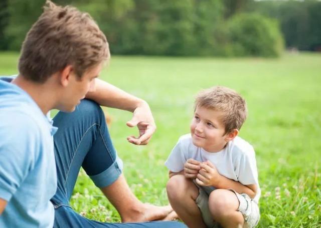 家长对孩子要大方舍得花钱?育儿专家:孩子自卑到骨髓后,很难改
