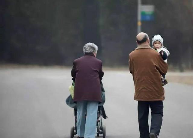 孩子该不该和爷爷奶奶一起生活?育儿专家:这3个理由很实在