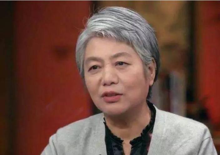 """李玫瑾教授""""育儿观""""很火,可女儿却是个普通人,人设""""翻车""""了"""