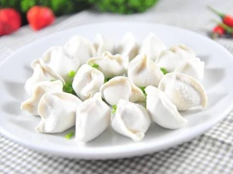 美食精选:椰子毛豆饺子馅、黄豆酱蒸鲈鱼、培根玉米、丝瓜汤