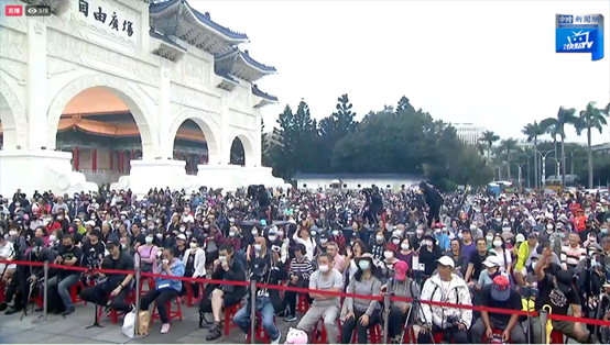 岛内民众声援中天(图片来源:台湾中时新闻网)