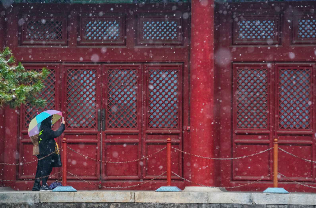 """红墙白雪""""穿越""""美女 太庙景区成网红打卡地图片"""