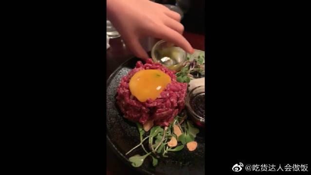 """法国的""""熔浆牛肉""""!叉子我都拿起来了,看见土豆我换成了筷子"""