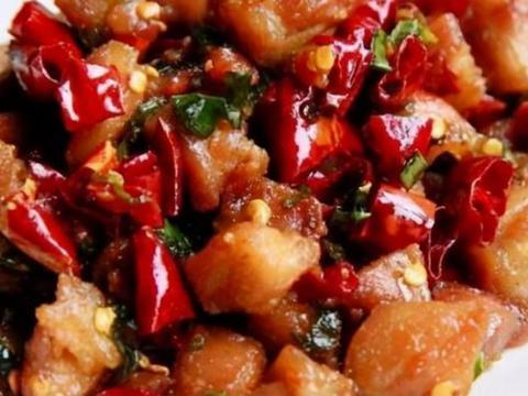 家常美食:清蒸鲈鱼,鲜菇炒芦笋,香酥辣子鸡
