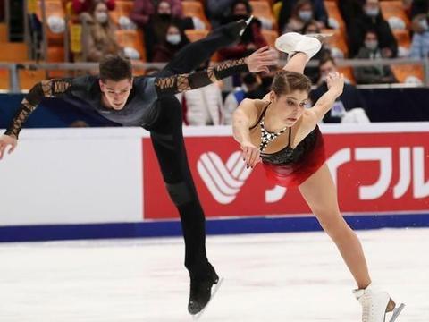 花样滑冰大奖赛俄罗斯站双人短节目 两对新冠肺炎痊愈患者列一二