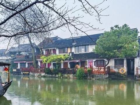 西塘古镇繁华热闹,一座拥有悠久历史的小镇,一个相当古朴的地方