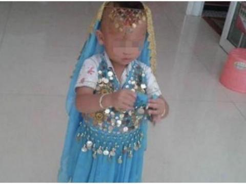 6岁儿子总爱偷穿裙子,宝妈急忙送医检查,医生直摇头:治不了