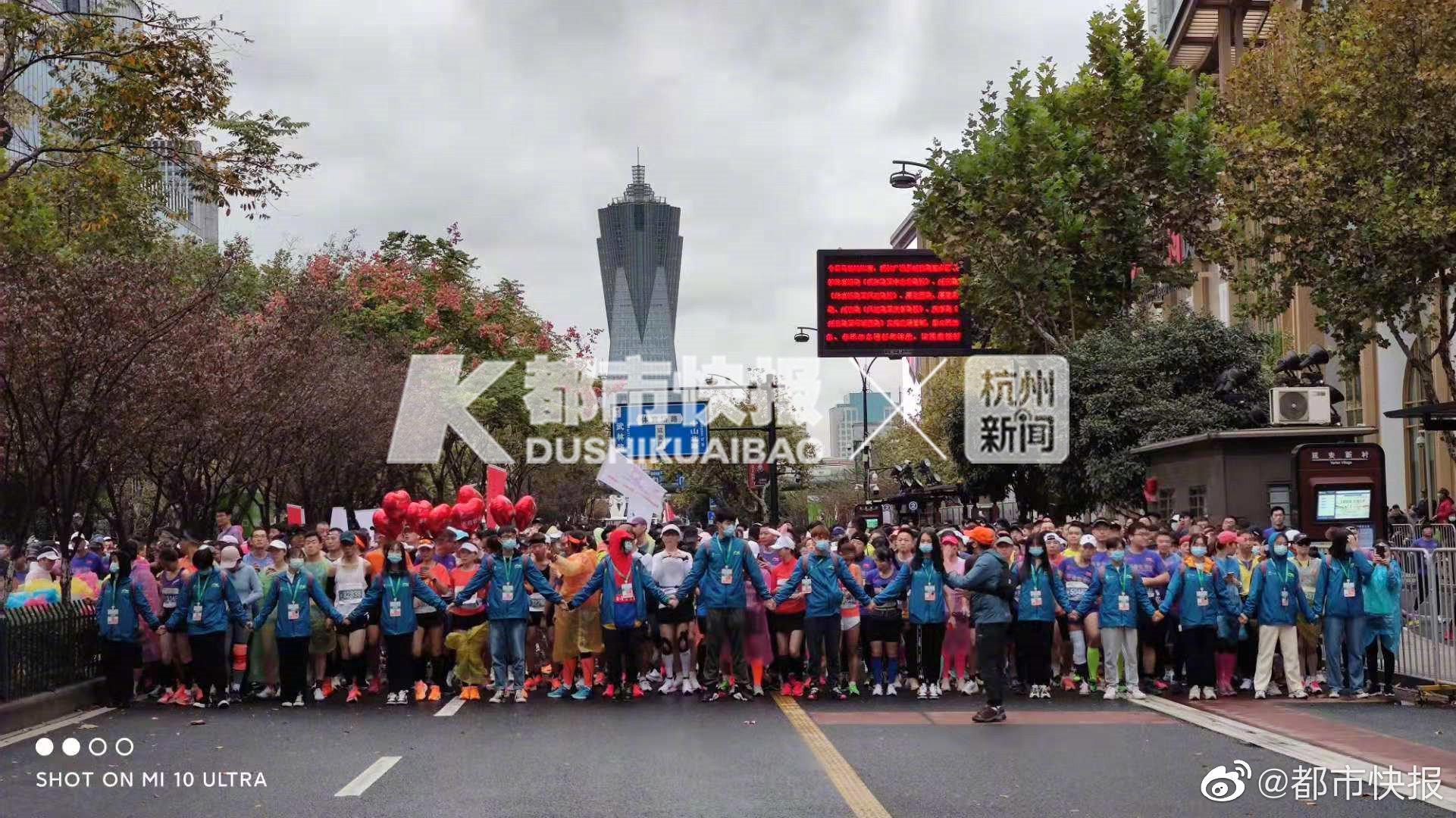 2020杭马武林广场开跑 快报记者边跑边直播,带你跑过全新的杭马