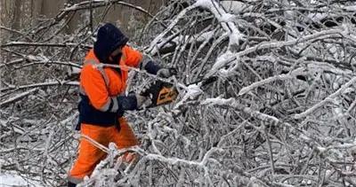 冰封!俄符拉迪沃斯托克遇冰风暴 15万人断水断电