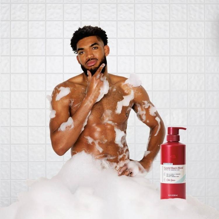 唐斯与女友为沐浴露代言 共同出镜演绎趣味广告