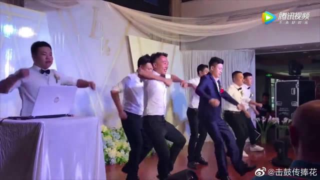 伴娘伴郎婚礼现场跳超火舞蹈,现在结婚都这么大排场…………