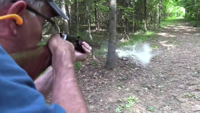 泵动式步枪户外射击测试,老大爷真有闲情雅致