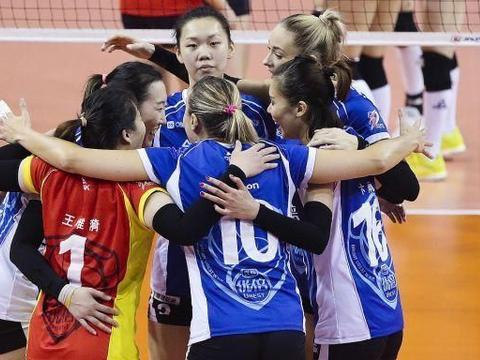 上海女排11人轮番出场,迎来奇效,广东队郭慧珍隐形眼镜被打掉
