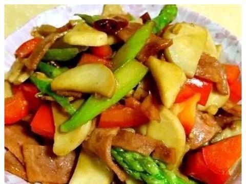 家常美食:鲍菇芦笋炒鸡丁,番茄拌苦瓜,虾仁凉面