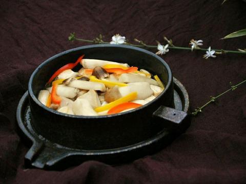 美食精选:金针菇小炒、姬松茸豆腐、麻辣子鸡、肉末干煸豆角