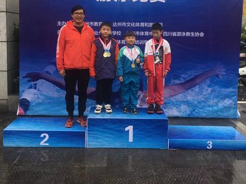热烈祝贺通川一小游泳队获得达州市中小学生游泳比赛第一名