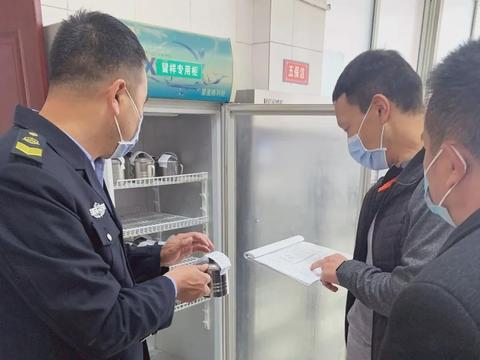 汉中市市场监管局随机突查西乡县学校及农村集体聚餐食品安全