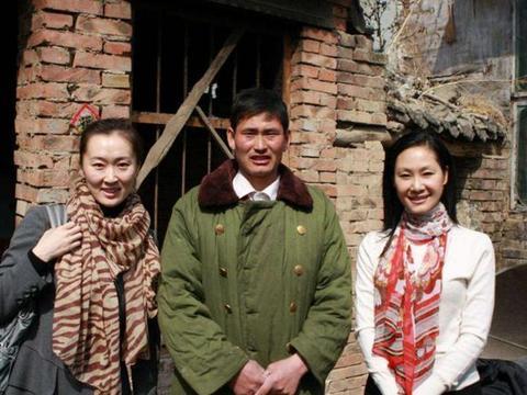 带你看看朱之文的家,如今仍住在红砖房里,外墙连瓷砖都不贴