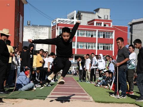 罗平二中运动会:青春正火热  赛场展身手