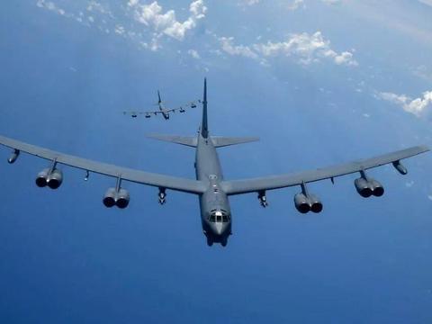 霍尔木兹海峡决不放手!美再次用行动表明立场:四架B-52挂弹待命