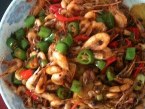 炒腰花、双浇头金针菇、番茄烧排骨、麻辣小河虾的做法