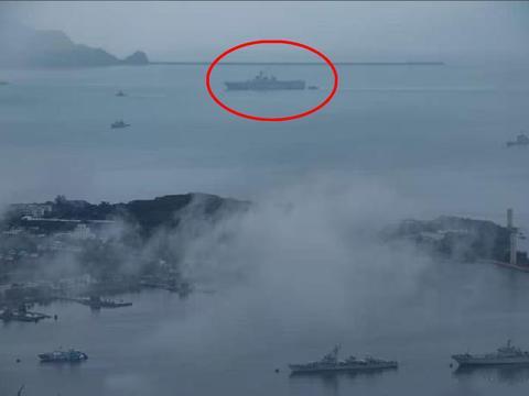 075型两栖攻击舰加入南海大演练,未入役就上场,为何要这么急?