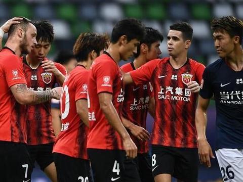 上港足协杯报名名单中唯一大龄球员,入队8年始终替补却未遭弃