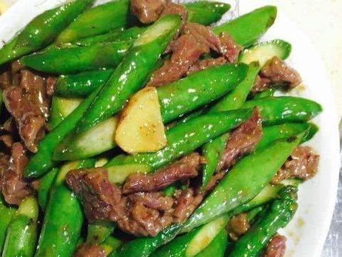 剁椒黄瓜、炖豆腐家常小炒、蚝油芦笋牛肉、干锅香辣鸡翅的做法