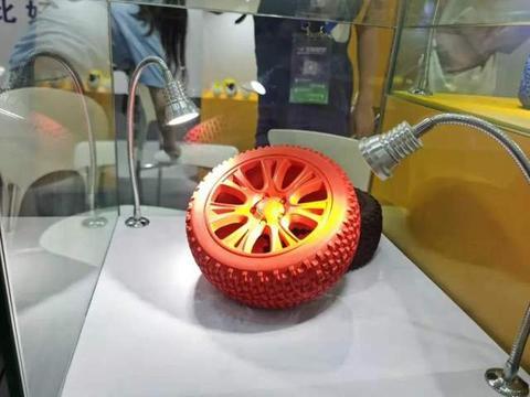 从遥控赛车轮胎跨界宠物橡胶玩具,拍拖皮娅如何做到月销400万