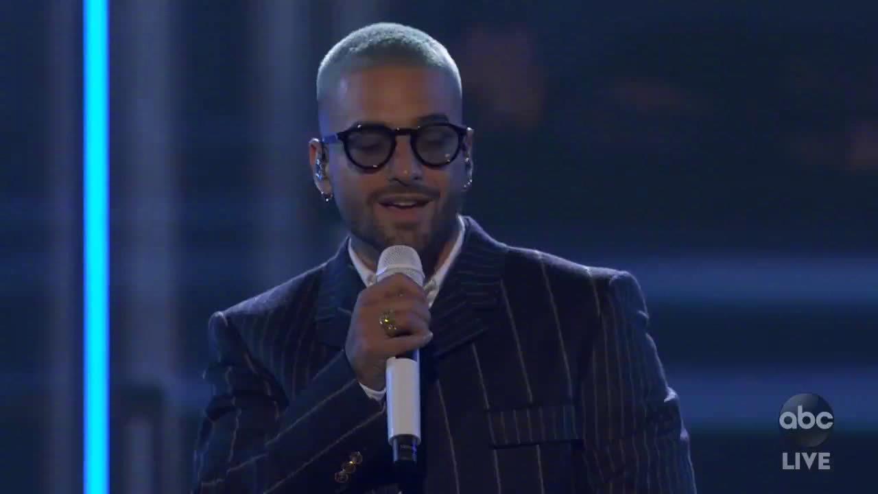 马撸马Maluma联手拉丁天后Jennifer Lopez同台首秀新单《Pa Ti》……
