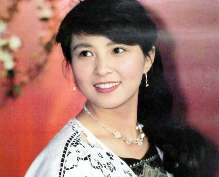 她曾与刘晓庆齐名,嫁大13岁老公恩爱幸福,现在61岁仍旧让人想念