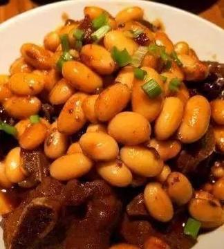 番茄黄豆焖排骨,油泼牛腱肉,茶树菇烧豆腐的做法