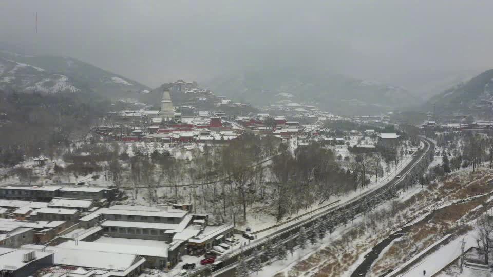 雪映天光!五台山开启雪景模式