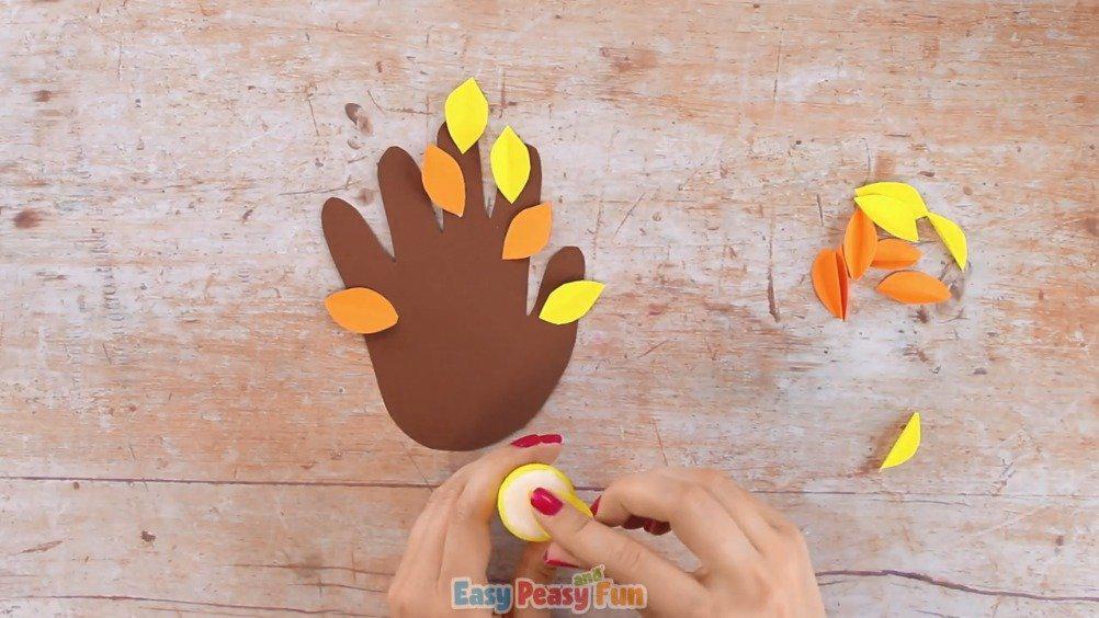 手部精细运动:纸筒手指树