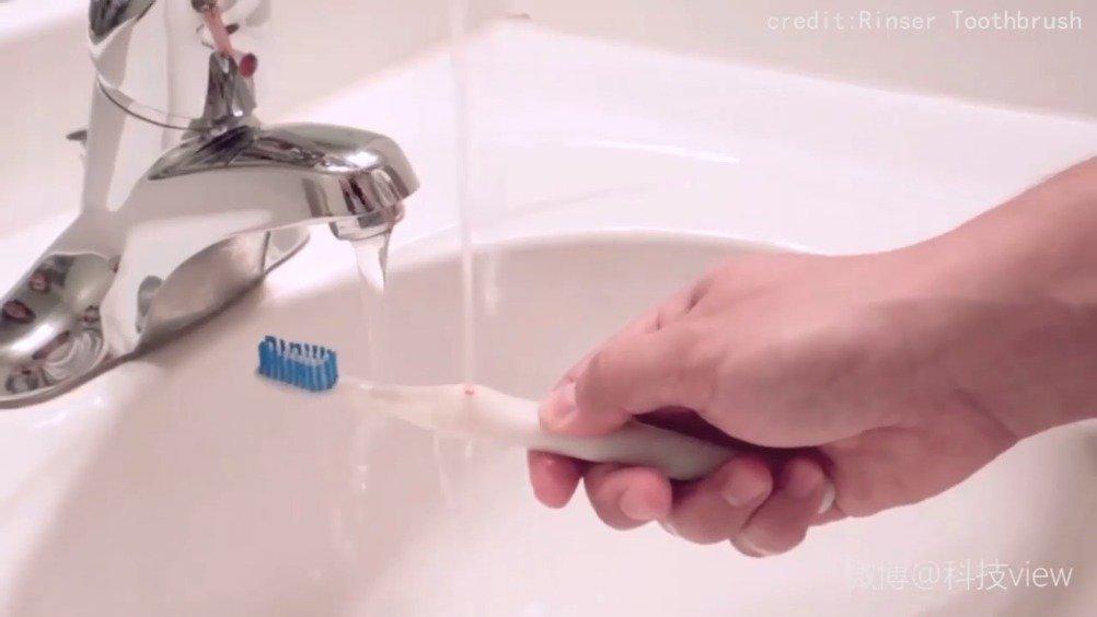 不用漱口杯的牙刷