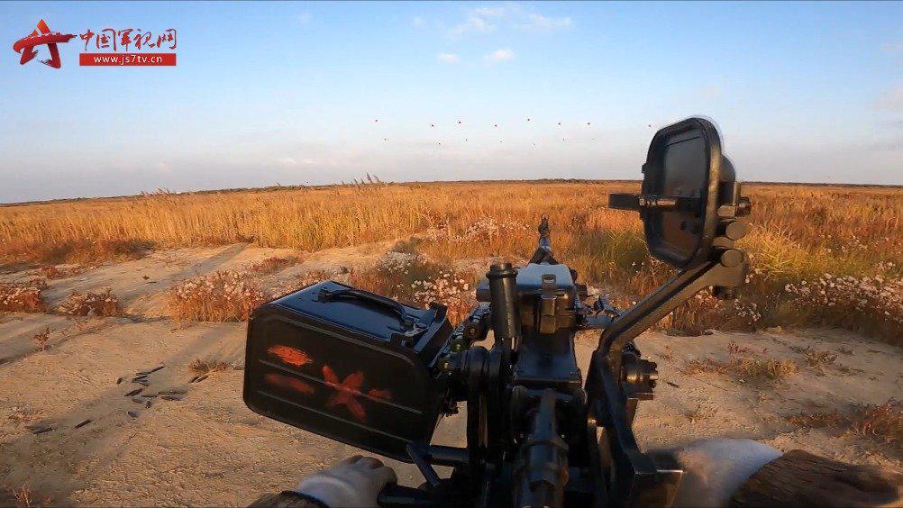 某野外综合训练场重火器实弹射击
